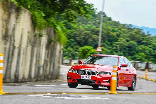 豪華後驅初階班,BMW 318i Luxury Line 試駕報告!