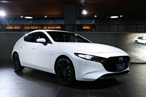 Mazda 發表 100 週年紀念車款,紅白配色致敬經典!