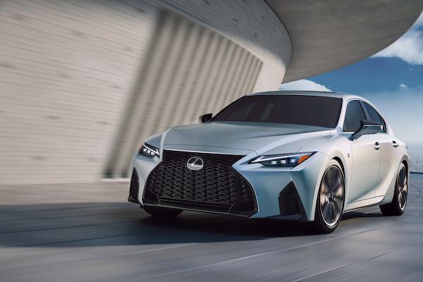 日本確定 11 月初上市,Lexus IS 小改款型錄資訊提前曝光!
