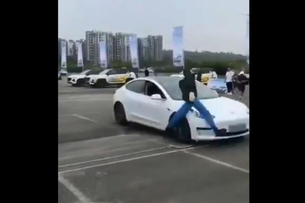尷尬!Tesla 進行安全展示,Model 3 AEB 未作動撞飛假人!(內有影片)