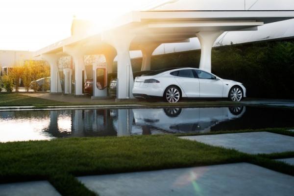 免費 bye bye 了!Tesla 15 日凌晨超級充電要收費了