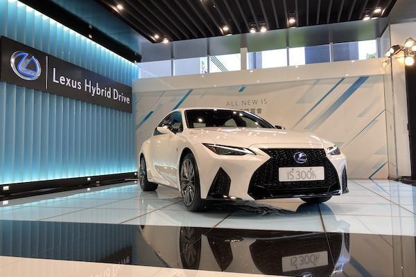 比改款前少了 40 萬元!Lexus IS 車系 12 月台灣開賣