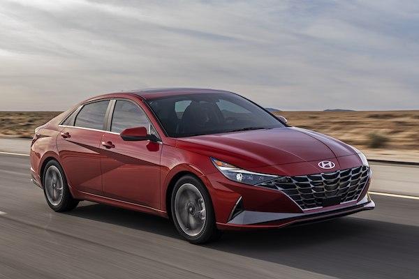 Altis 油電車的最強對手!Hyundai Elantra Hybrid 平均油耗突破 22 公里