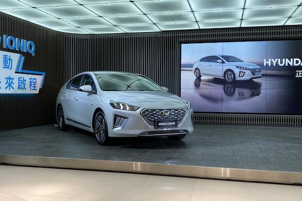 Hyundai 油電車 Ioniq 小改款亮相!Hybrid 車款改線上銷售