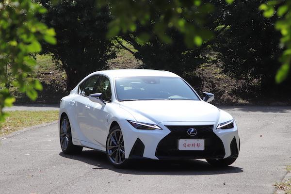 渦輪再見!Lexus IS 油電動力改款,台灣售價公佈