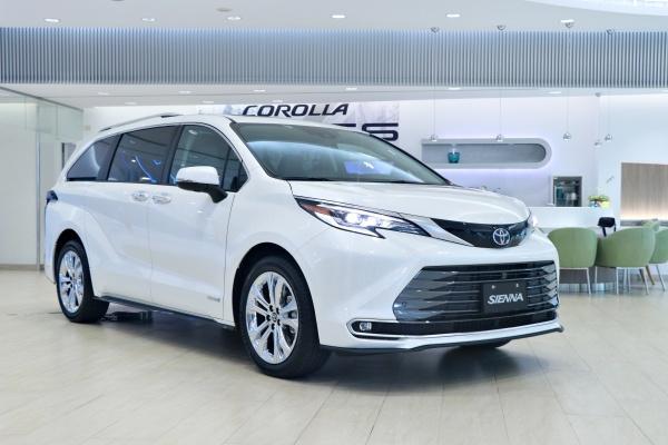 Toyota 新一代 Sienna 台灣首次亮相,採雙車型單一動力配置!