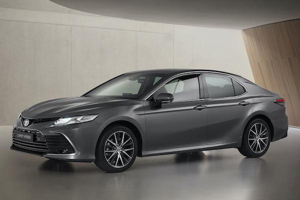 台灣預計明年 Q1 上市!Toyota Camry 小改款車型歐洲亮相