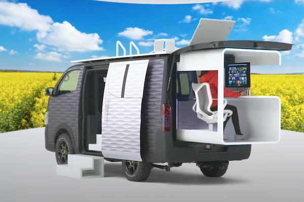 Nissan 改裝客貨車成行動辦公室!車頂還有露天陽台