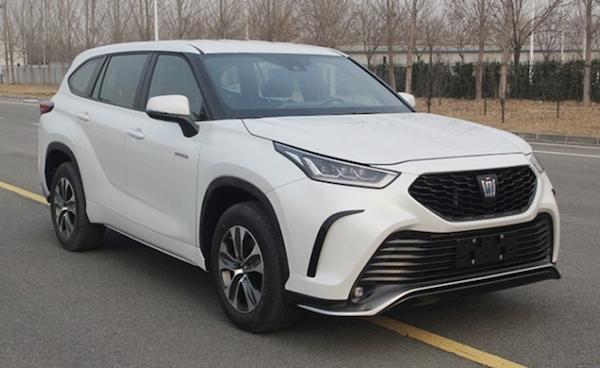 Toyota 經典旗艦房車轉型休旅傳言是真的!無偽裝實車已曝光
