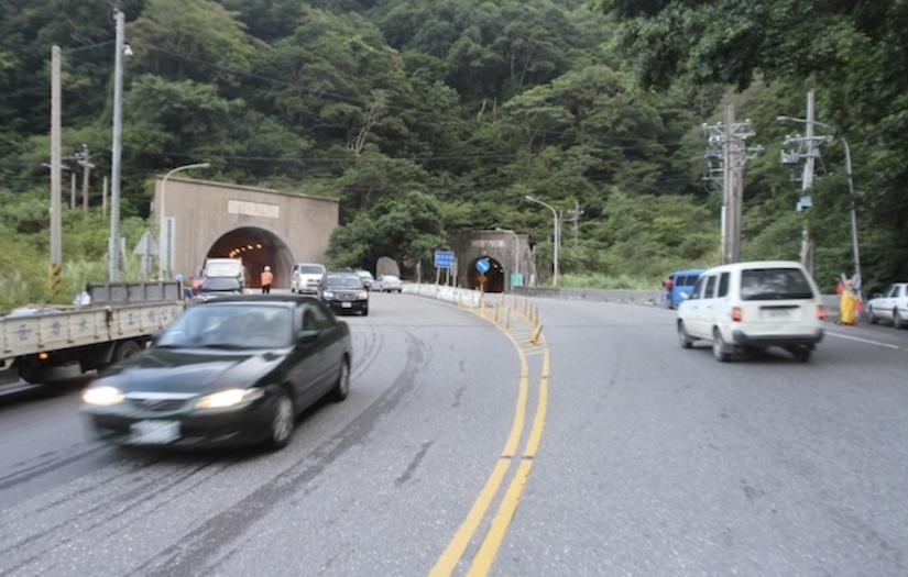 開車進隧道開日行燈就行?交通法規「兩字」成開罰關鍵