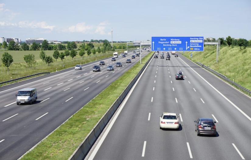 德國高速公路限速爭議再起!4 屆 F1 冠軍車手跳出來支持