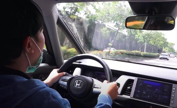開車安全不是靠運氣!「防禦駕駛」 8 大要點 老司機新手都要學會