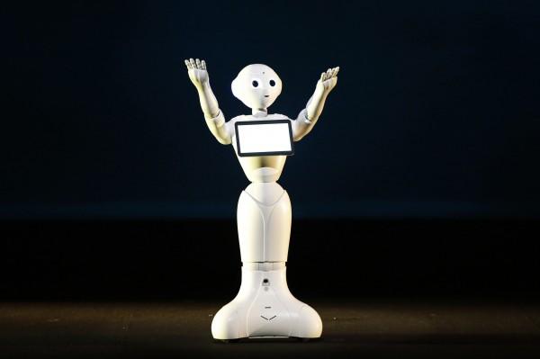 中國推機器人發展計劃 鴻海拉警報