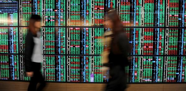 台股週線收黑 上市公司市值降0.64