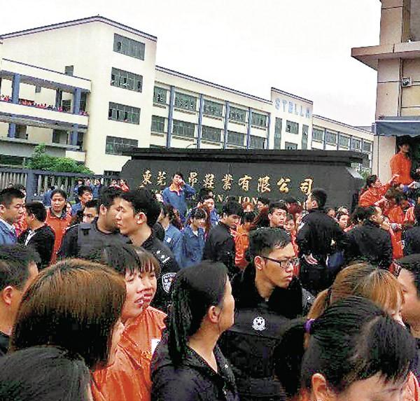 中國東莞台資鞋廠 五千工人罷工與警衝突