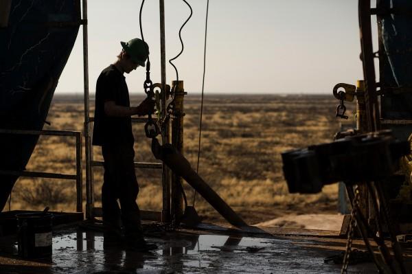 6年來首見!西德州原油跌破每桶43美元