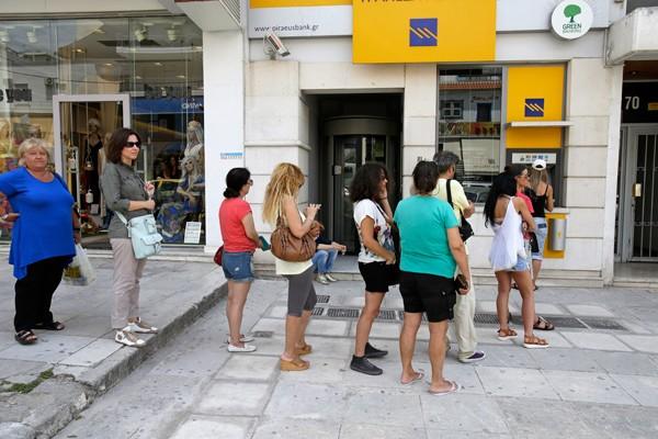 希臘人清晨排隊 六成ATM領無錢
