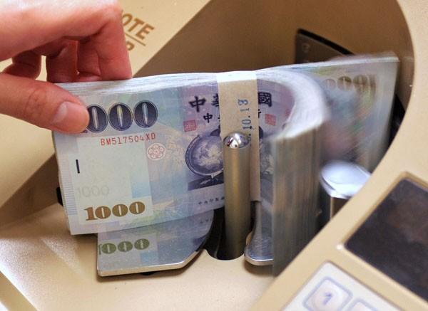 韓元疲弱、中股重挫 台幣貶4.8分