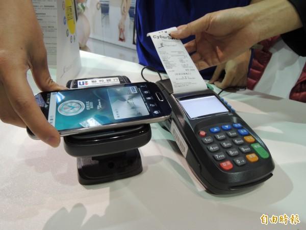 民間消費熱? 前10月信用卡簽帳金額1.8兆創新高