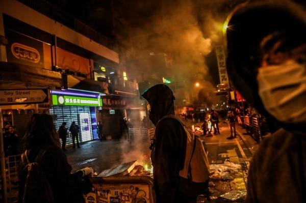 猴年香港股市 暴跌800點開出