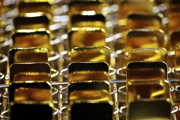 金價創13個月新高  美國油價本週漲9.5%