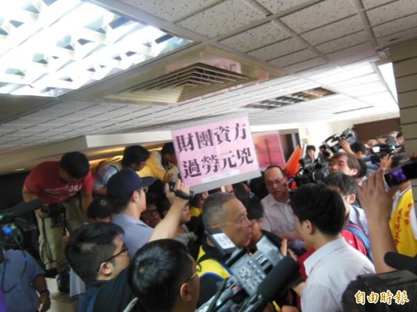 7天國假爭議 勞團:沒勞資協商只有密室磋商