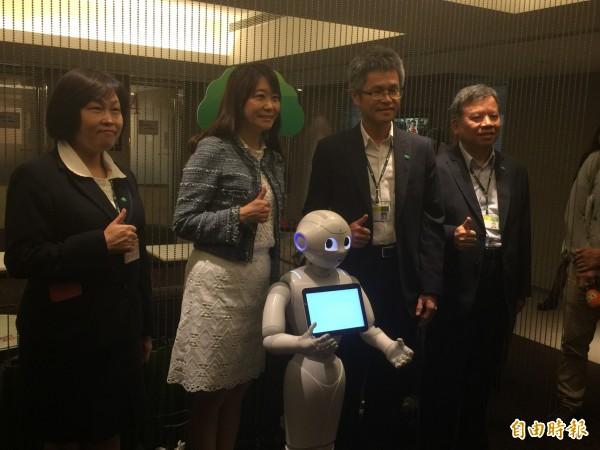 國壽機器人Pepper上班了 月薪29K起跳