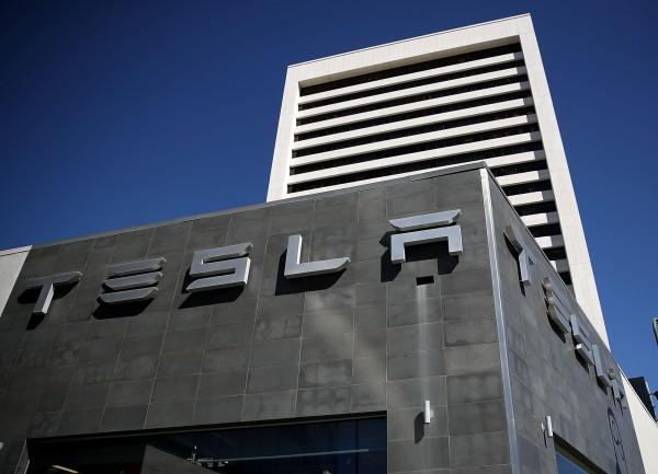 沒錢生產Model 3 特斯拉股價跌不停