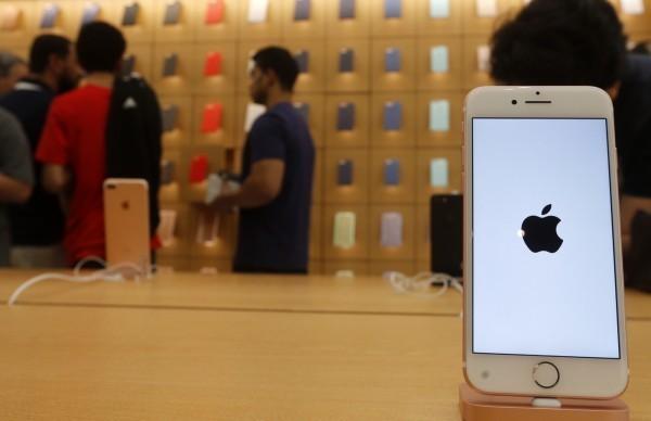 蘋果來陰的!承認故意讓舊iPhone變慢