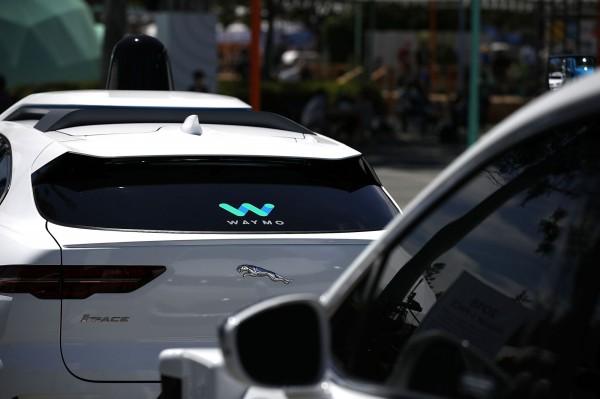 加強自駕服務 優步與Waymo洽談合作事宜