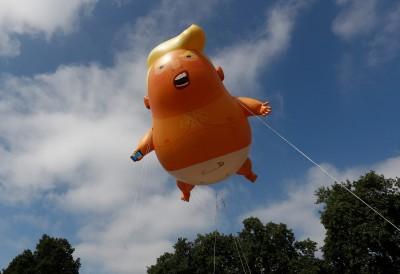 圖輯》英反川大遊行  「川普寶寶」飛倫敦天空