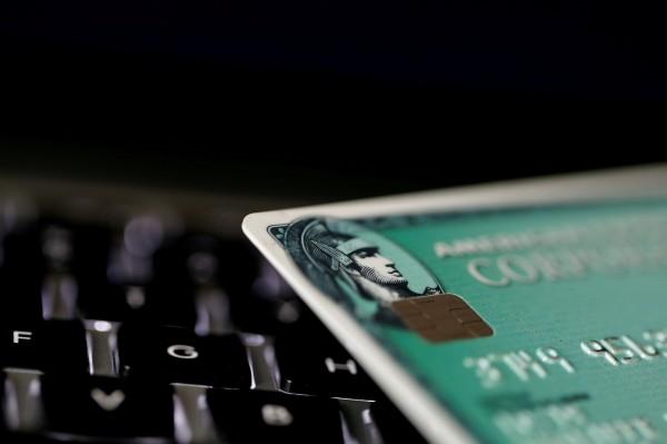 喚起環保意識   美國運通擬推海洋垃圾製作信用卡