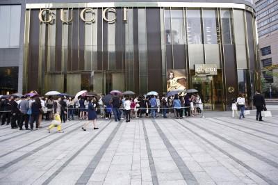 有錢又敢花 國際奢侈品牌鎖定中國年輕人擴大投資