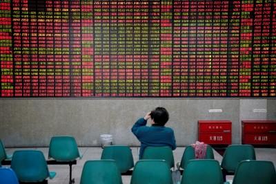 貿易戰升級在即  中國股市重挫1.6% 港股暴跌700點