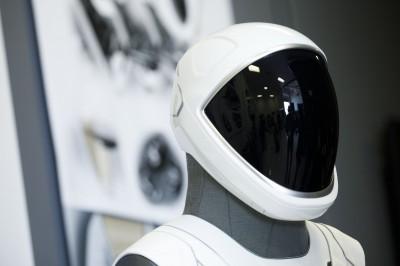 SpaceX月球之旅成真?首位神秘旅客身份將在17日揭曉