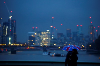 外媒:英「硬脫歐」明年經濟成長率只剩0.3%