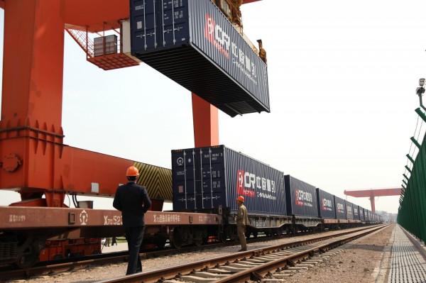 撒幣救經濟?中國1個月內批准逾4兆投資基礎建設