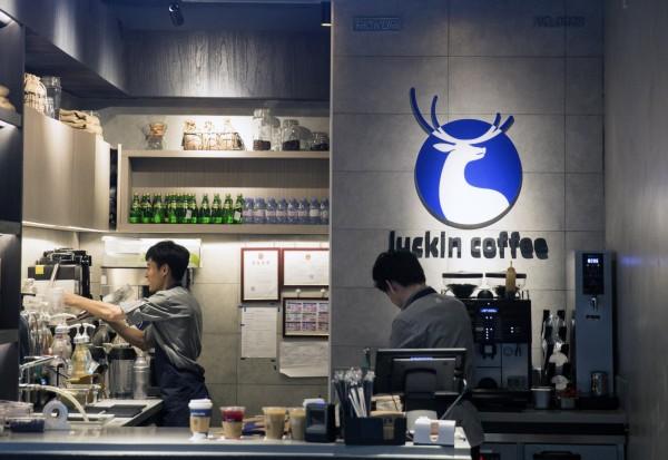 貿易戰衝擊經濟 竟助長中國「小藍杯」吞噬星巴克市場