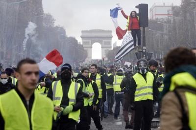 法國黃背心持續上演 多數民眾不滿馬克宏改革措施