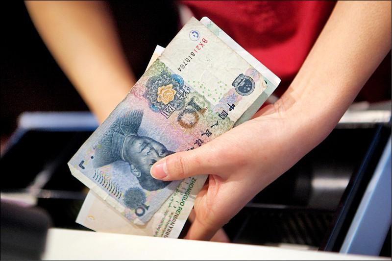 閃貿易戰 人民幣存款5年新低