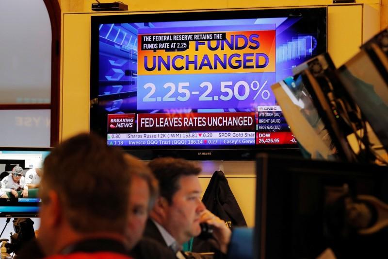 Fed維持利率不變 暗示下半年可能降息