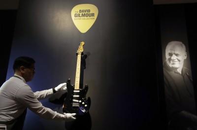 史上最貴吉他誕生!這把「Black Strat」以1.23億成交