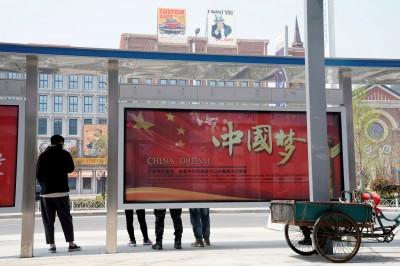 《八佰》再遭中國封殺 華誼兄弟股價重挫逾8%