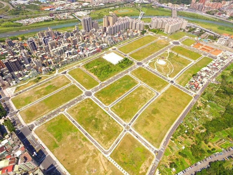 新店央北、台北港住宅區土地 每坪各120萬、30萬起標