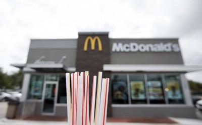 麥當勞坦承紙吸管無法回收 塑膠卻可以