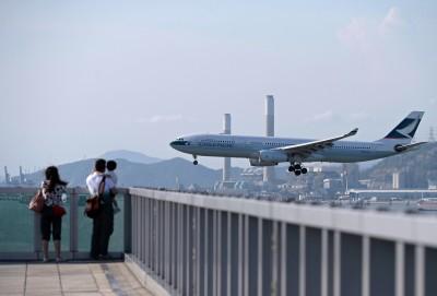 遭中國民航局施壓! 國泰航空股價慘摔4.37%