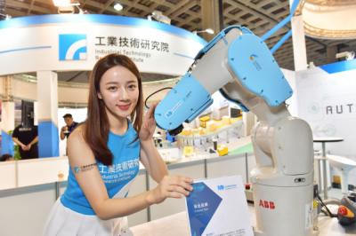 《科技與創新》讓機器人有觸覺!蘇瑞堯全球首創機械手臂「安全皮膚」