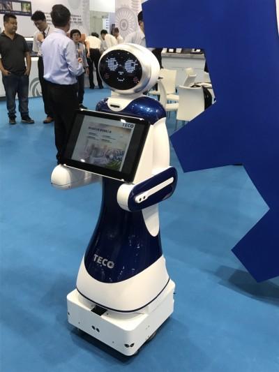 導覽、收餐、送餐全靠「它」 東元集團導覽機器人首亮相
