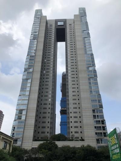 連鎖咖啡品牌大股東砸2.4億 掃進「寶輝秋紅谷」27樓兩戶