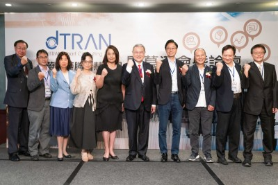 台灣AWS創新中心推手 黃齊元成立蔚藍華騰「智慧顧問」